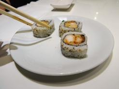 Sushi de camarão empanado