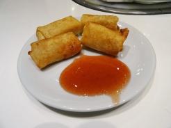 Rolinho de camarão com cream cheese
